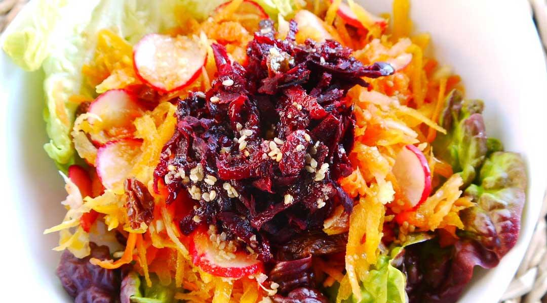 Receta de ensalada prensada de verduras de temporada